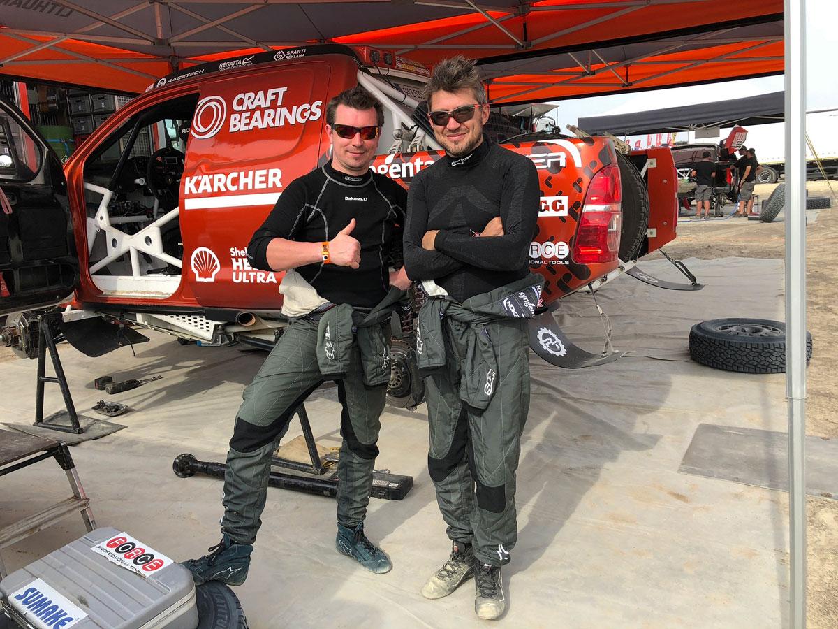 Antanas Juknevičius ir Darius Vaičiulis po pirmojo Dakaro ralio etapo