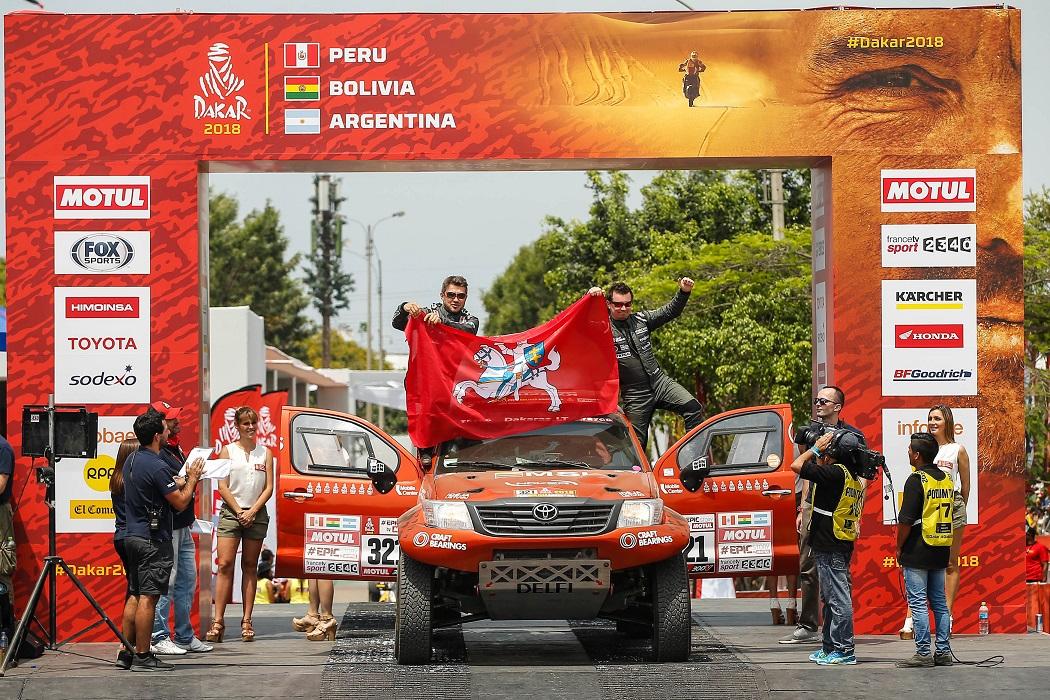 Nuo Dakaro starto podiumo A. Juknevičius sveikino ir lietuvius ir perujiečius