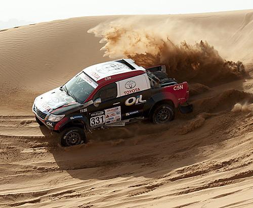 Dakaro maratono žvaigždės prakaituoja Maroko dykumų ralyje