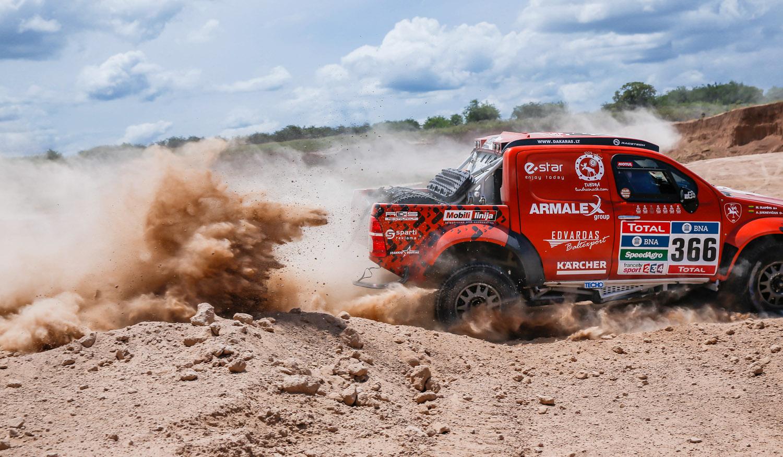 """Paskutiniai štrichai prieš Dakaro startą: """"Edas Racing Team"""" testai """"Overdrive"""" stovykloje"""