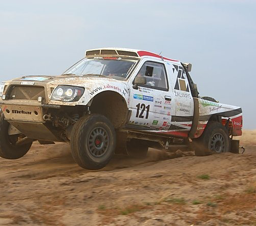Į varžybas Dakaro ralio dalyviai Antanas Juknevičius ir Edvardas Duoba vyko laužyti automobilio