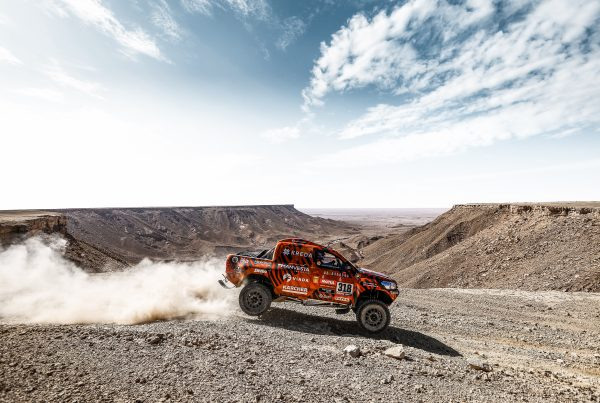 Hilux Dakar Rally Wallpaper HD